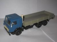 1:43 Камский грузовик-53212 бортовой (синяя кабина)