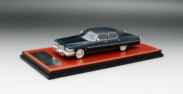 1:43 CADILLAC Fleetwood Brougham 1976 Commodore Blue Poly