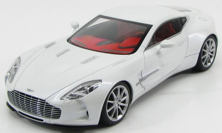1:18 Aston Martin One 77 2009 (morning frost white)