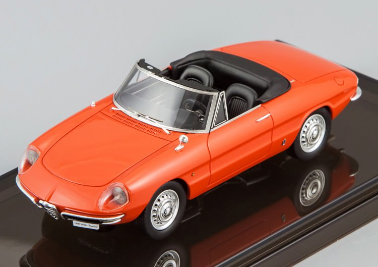 "1:43 Alfa Romeo 1600 Spider ""Duetto"" 1966 (Italy red)"