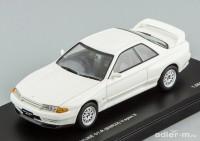1:43 Nissan Skyline GT-R (BNR32) V-speck II [с открывающимся капотом] (crystal white)