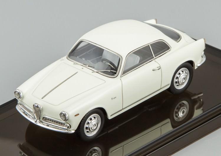 1:43 Alfa Romeo Sprint 1300 (gardenia white)