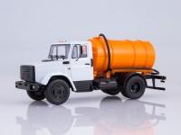 1:43 Вакуумная машина КО-520 (4333) белый/оранжевый