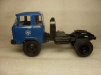 1:43 КАЗ-608 седельный тягач