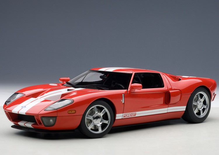 1:18 Ford GT 2004 (red with white stripe)
