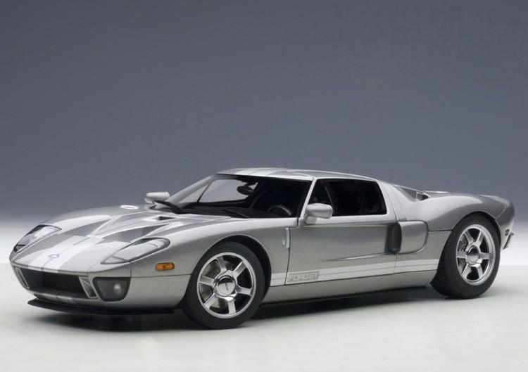 1:18 Ford GT 2004 (titanium grey / silver stripes)