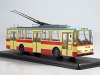 1:43 Троллейбус Skoda-14TR, красно-бежевый