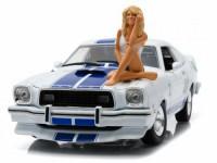"1:18 FORD Mustang II Cobra II 1976 с фигуркой Farrah Fawcett (из т/ф ""Ангелы Чарли"")"