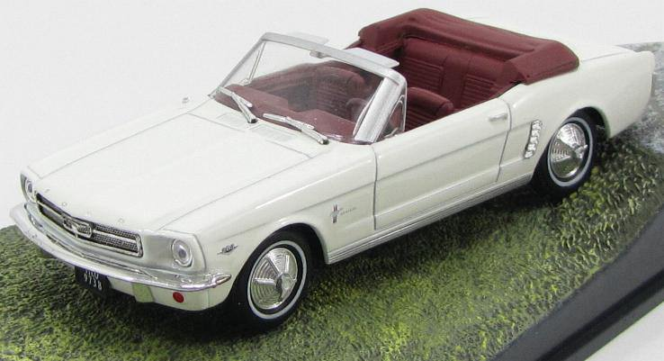 """1:43 FORD Mustang Convertible """"Goldfinger"""" 1964 White"""