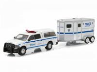 1:64 DODGE RAM 1500 с прицепом для перевозки лошадей NYPD (полиция Нью-Йорка) 2015