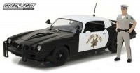 "1:18 CHEVROLET Camaro Z28 ""California Highway Patrol"" c фигуркой полицейского 1979"