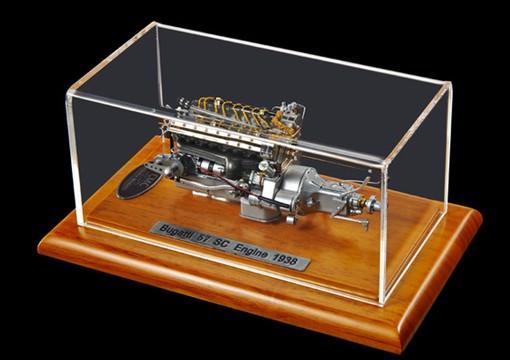 1:18 Bugatti 57 SC 1938 Engine including Showcase