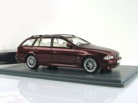 1:43 BMW 530i Touring (E39) 2002 Metallic Dark Red