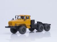 1:43 Миасский грузовик 44202-0311-31 (двигатель ЯМЗ-238) седельный тягач