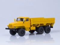 1:43 Миасский грузовик 43202 6х6 бортовой (деревянная платформа, покрышки О-47А)