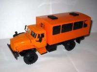 1:43 Уральский грузовик 43206 вахтовый автобус с низкой крышей (оранжевый)