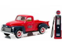 "1:18 GMC 150 пикап ""Gulf Oil"" with Vintage Gulf Gas Pump 1950 Red"