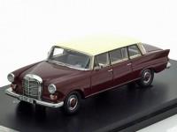 1:43 MERCEDES-BENZ 200 (W110) BINZ Lang 1965 Maroon/Beige