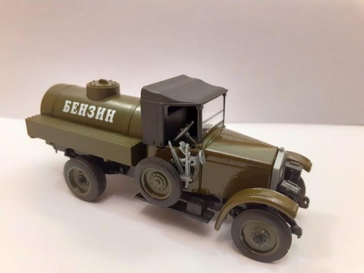 1:43 АМО-Ф-15 Автоцистерна Бензин